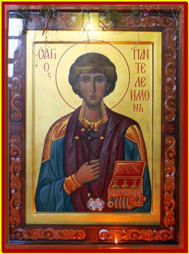 Икона святого великомученика Пантелеимона с частицей мощей